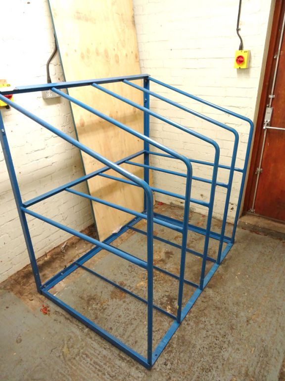 Blue metal 4 compartment material rack - Lot locat...